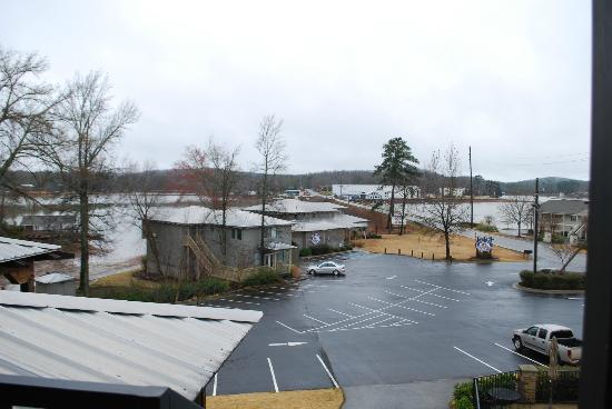 Creekside Lodge & Conference Center : view of Nick's Place restaurant from second floor suite