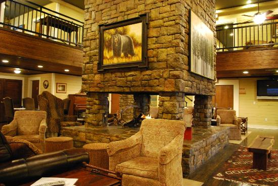 Creekside Lodge & Conference Center : main lobby....not very big but very warm and inviting.