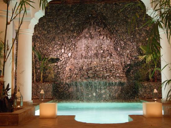Riad L'Orchidee: Fontaine et piscine