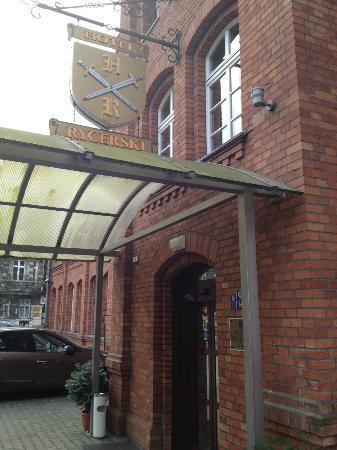 Hotel Rycerski: Wejście do hotelu