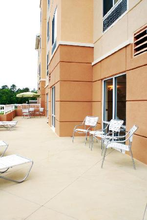 Fairfield Inn & Suites Millville Vineland: Outdoor Patio