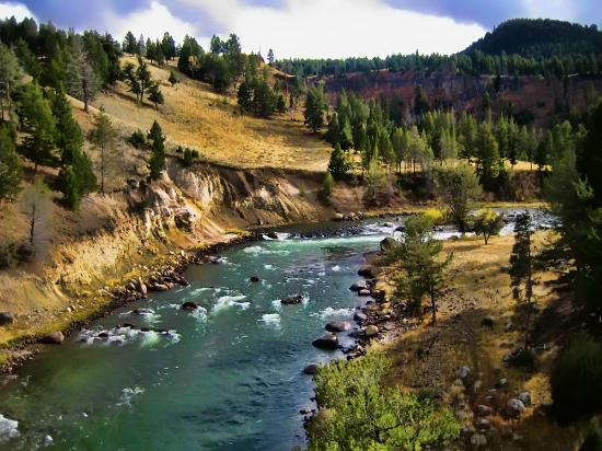 Yellowstone River before the first snow of the Fall