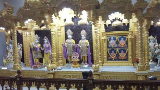 Levittown, PA: Idols of Shri Swamunarayan with Lakshmi & photo of Gurus