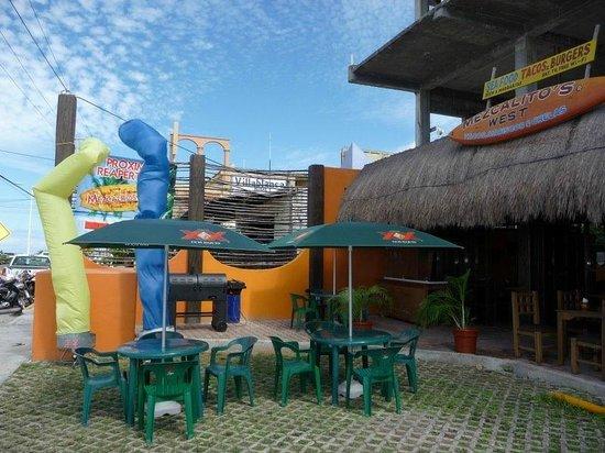Mezcalitos Restaurant & Beach Bar Cozumel : ...see the BBQ!!