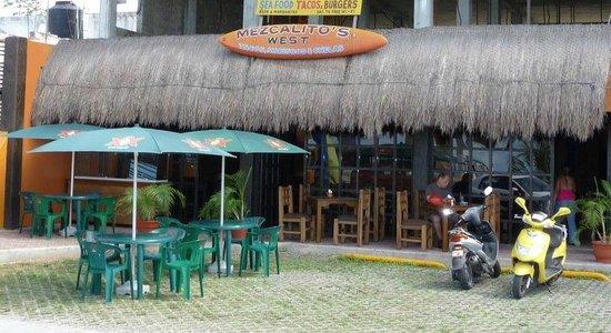 Mezcalitos Restaurant & Beach Bar Cozumel : outside