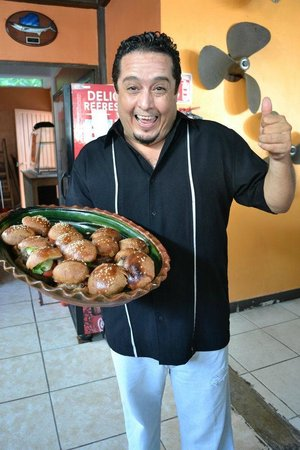 Mezcalitos Restaurant & Beach Bar Cozumel : Hugo