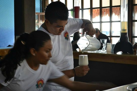 Mezcalitos Restaurant & Beach Bar Cozumel : busy busy