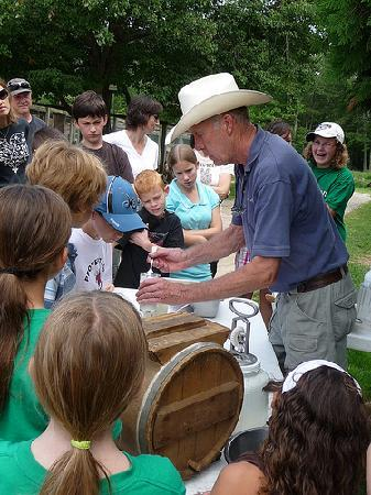The Inn at East Hill Farm: Making butter with Farmer Dave