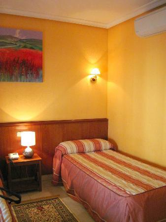 Hostal Acapulco: Enough room and comfortable