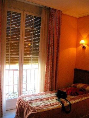 Hostal Acapulco: Comfortable Room and Beds