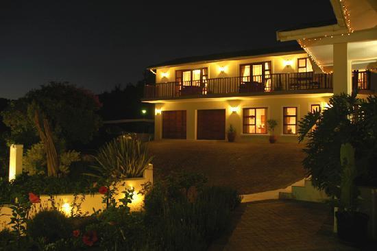 Candlewood Lodge: Lodge Evening shot
