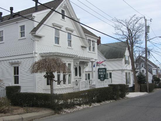 White Porch Inn: Beautiful outside