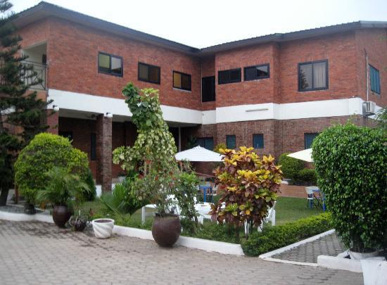 Joy Family Lodge: Hotel and garden