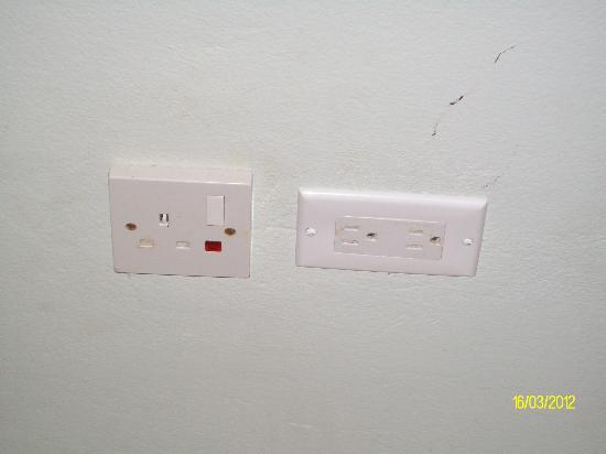 Pimento Lodge Resort: wall sockets