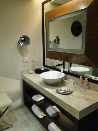 Paradisus Playa Del Carmen La Esmeralda: 1 bedroom master suite 2nd bathroom.