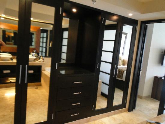 Paradisus Playa Del Carmen La Esmeralda: 1 bedroom master suite closets!!!