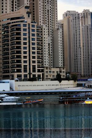 Lotus Hotel Apartments & Spa, Dubai Marina: pool with nice view, but close at 6 pm