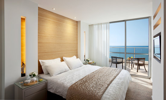 Ramada Hotel and Suites Netanya: Bed Room