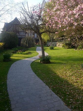 Auberge de la Source - Hotel de Charme: Jardin