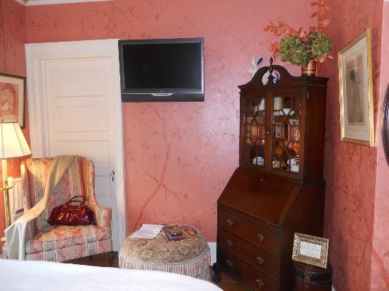Juniper Hill Bed & Breakfast: Hale room