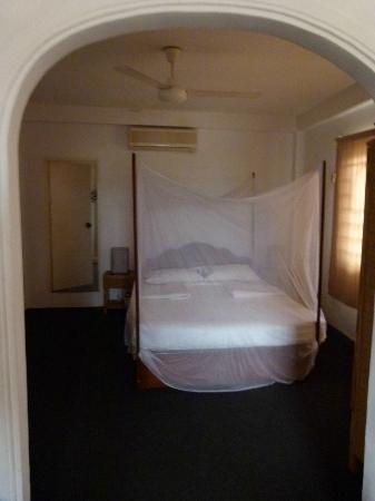 Sala Bai Hotel School: la suite et la porte de l'immense salle de bain