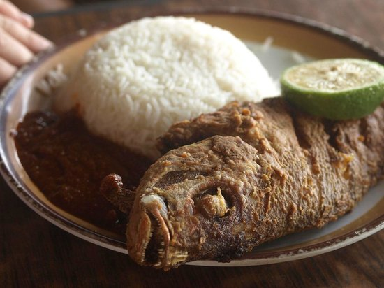 Fried fish picture of castle restaurant cape coast for Fried fish restaurant