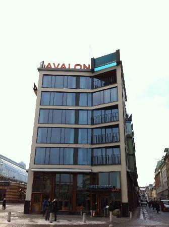 Avalon Hotel: The building
