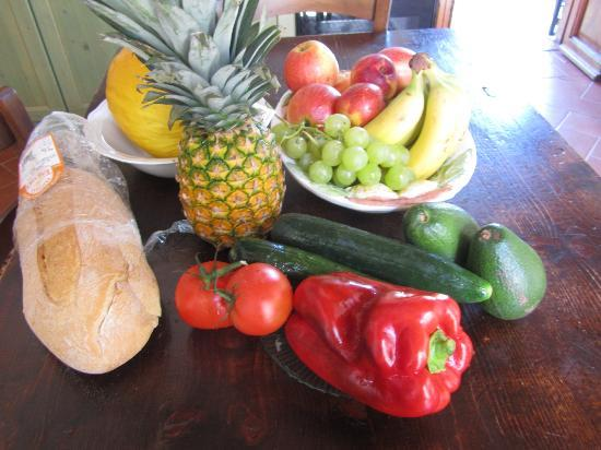 Santa Maria a Poneta: Fresh fruit and vegetables from the grocery store