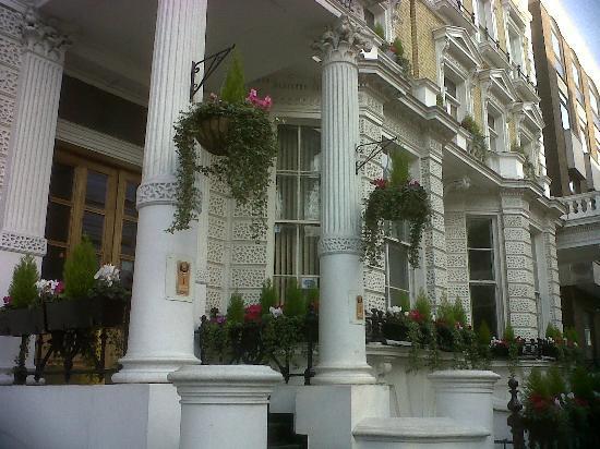 1 Lexham Gardens: entrance