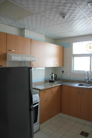 Habib Hotel Apartments: kitchen