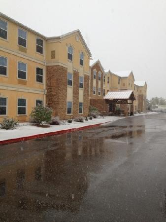 Staybridge Suites Albuquerque North: April 2 2012 - Brrrr snow!