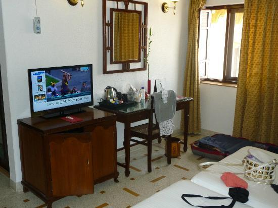 Hotel Rawalkot Jaisalmer: Il resto della capiente camera