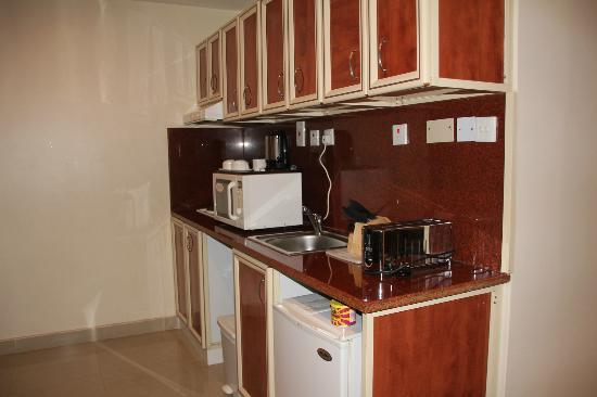 East Coast Hotel Apartments: kitchen