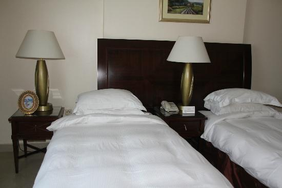 Clifton International Hotel: beds