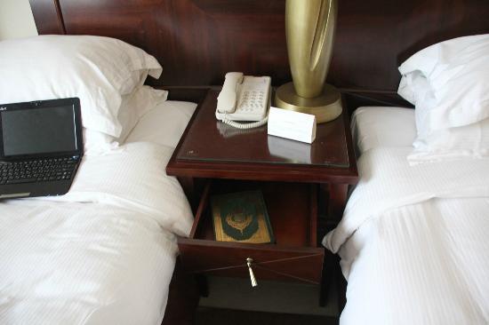 Clifton International Hotel: room