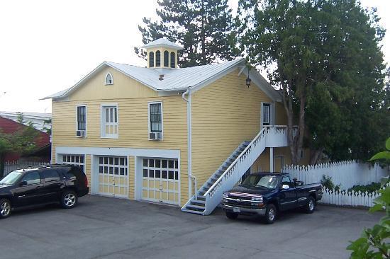 The Fox Inn Bed & Breakfast: The Carraige House Loft
