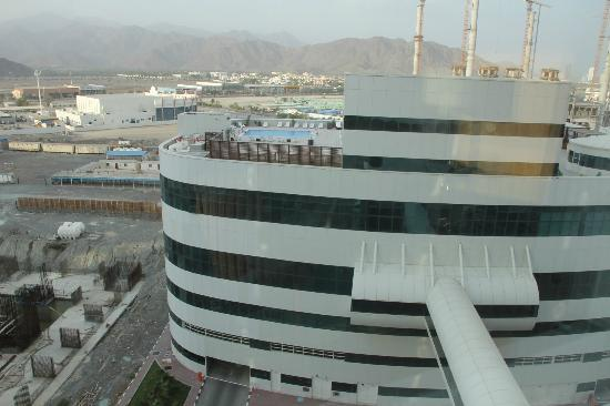 Concorde Hotel Fujairah: pool in another building