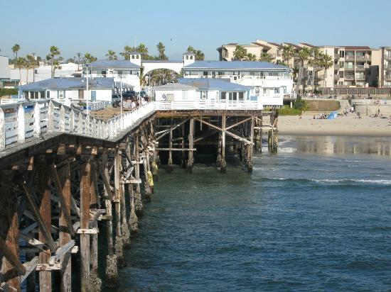 Crystal Pier Hotel & Cottages: View from end of pier back to land