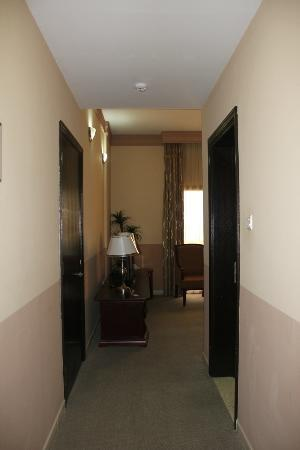 City Hotel: room entrance