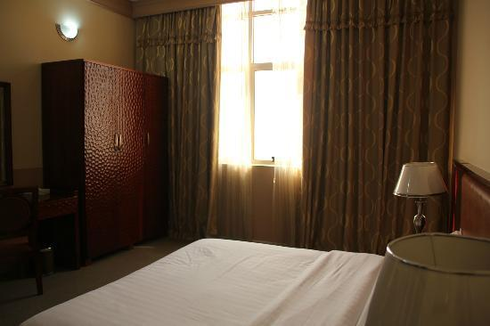 City Hotel: bedroom