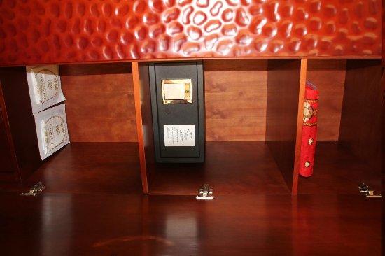 City Hotel: deposit box wasnt work