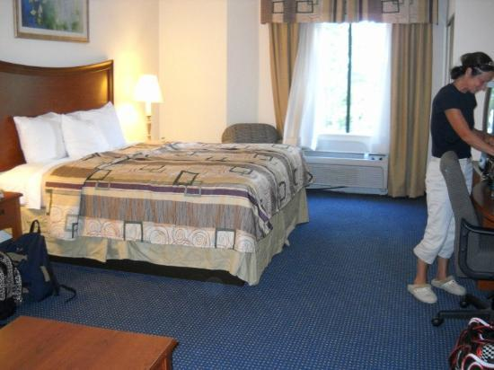 Holiday Inn Express Hotel & Suites Suffolk: bedroom of suite