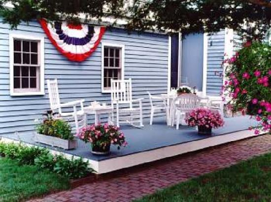 Amelia Payson House: Relaxing on the deck