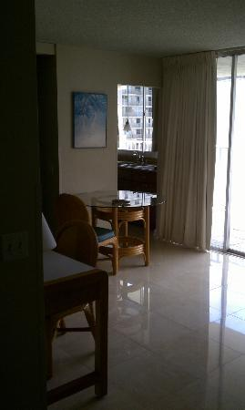 Waikiki Beach Condominiums: Our room as we were leaving (happy stay, but sad to go!)