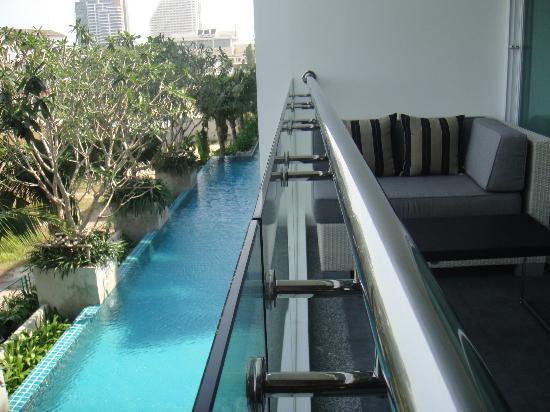 Mida De Sea Hua Hin: big balcony overlooking the pool