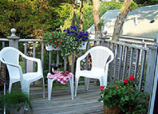 Allen Harbor Breeze Inn & Gardens: Cozy settings