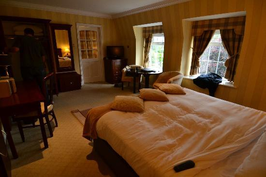 Ballygarry House Hotel & Spa: the bedroom