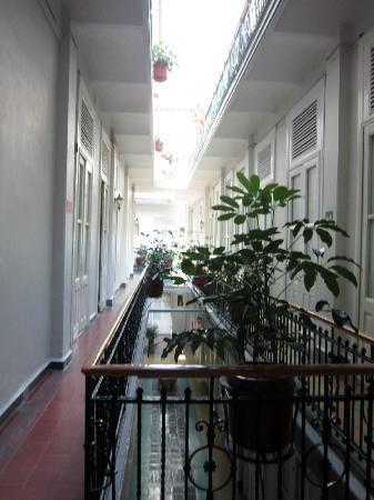 Hotel Principal: Atrium/Hallway