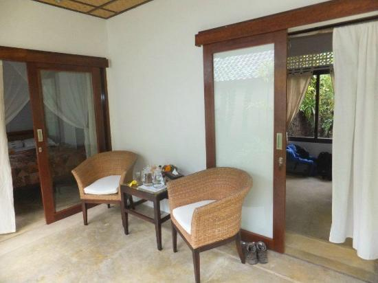 Cili Emas Oceanside Resort: Relaxen vor dem Zimmer