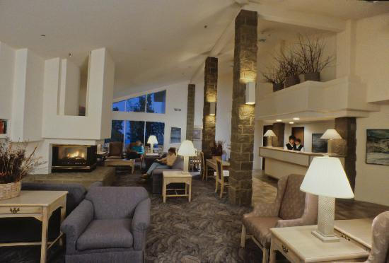 Aspen Lodge: Relax in the fireside lobby